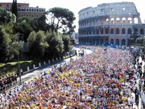 12,000 runners competed in the 2013 Maratona di Roma.